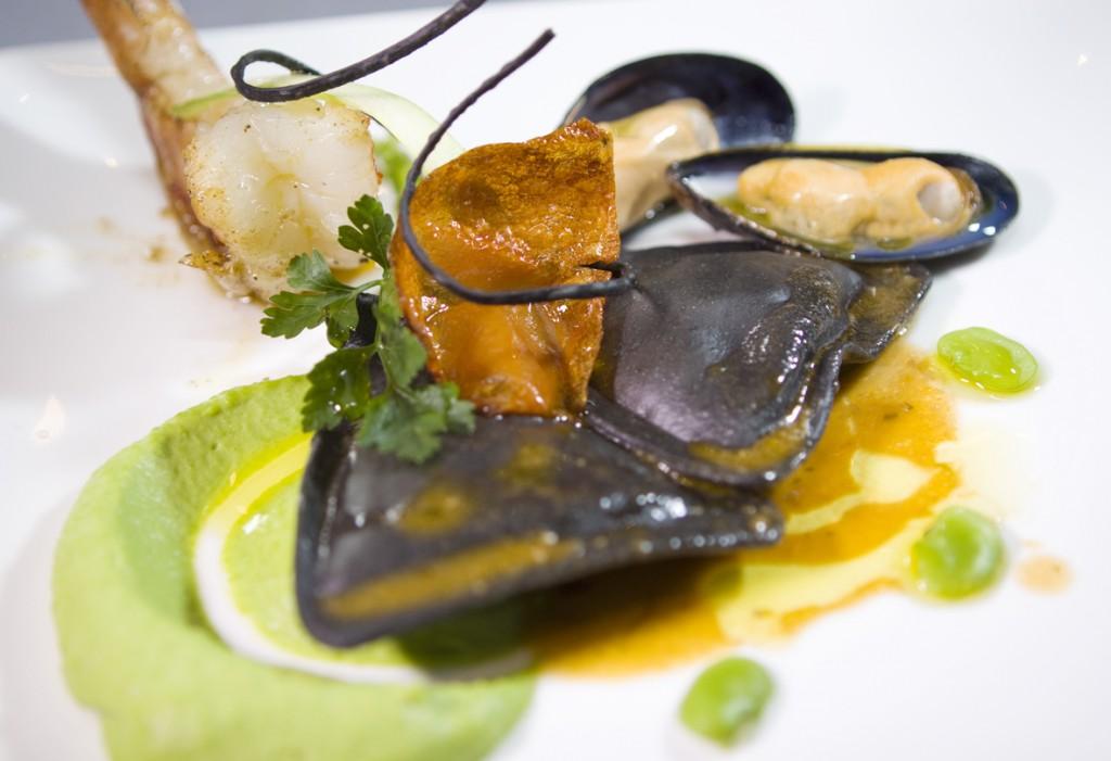 Triangoli del pescatore cu două tipuri de sosuri_Patiline_Paste